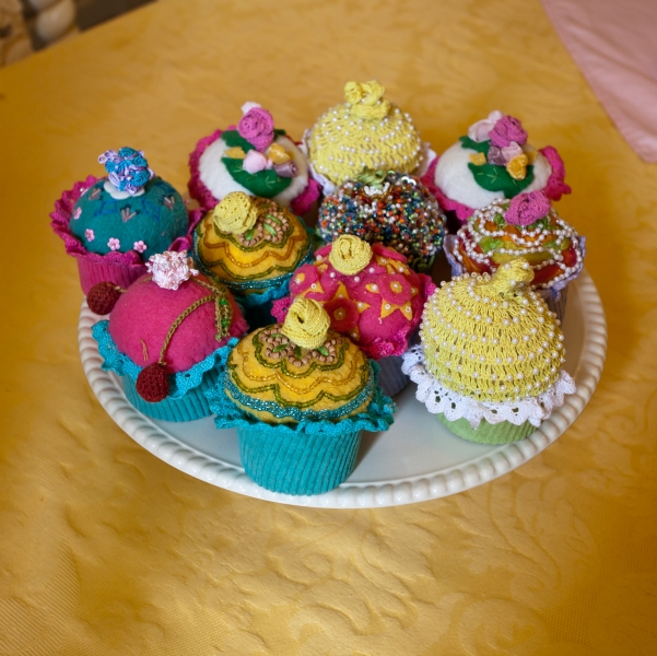 1504036-knitted-cupcakes